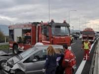 Καραμπόλα τριών αυτοκινήτων με νταλίκα στην εθνική οδό