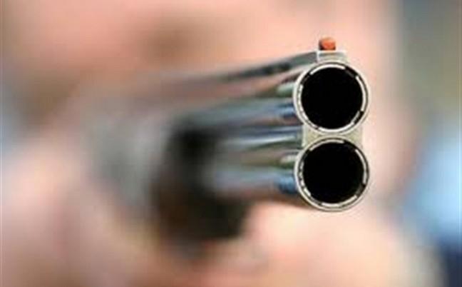 Με την απειλή κυνηγετικού όπλου έδεσαν μάνα και γιο σε αγροικία στην Χρυσοβίτσα