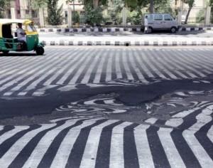 Ινδία: Ο καύσωνας λιώνει την πίσσα στους δρόμους