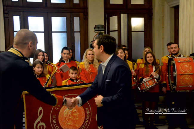 tsipras_filarmoniki_amfiloxias3
