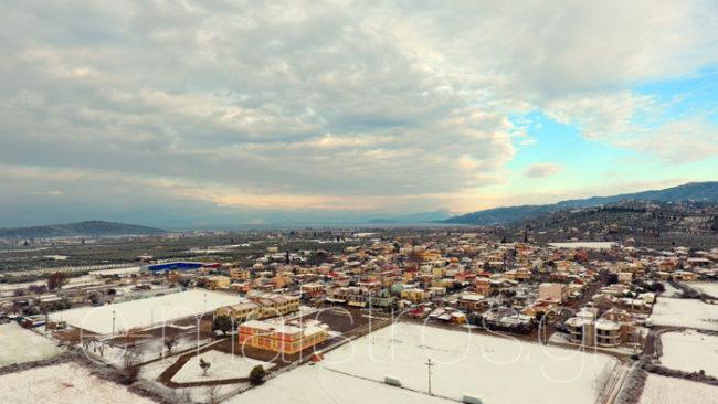 Λευκές καλημέρες από τα πεδινά του Δήμου – Κλειστά τα Σχολεία