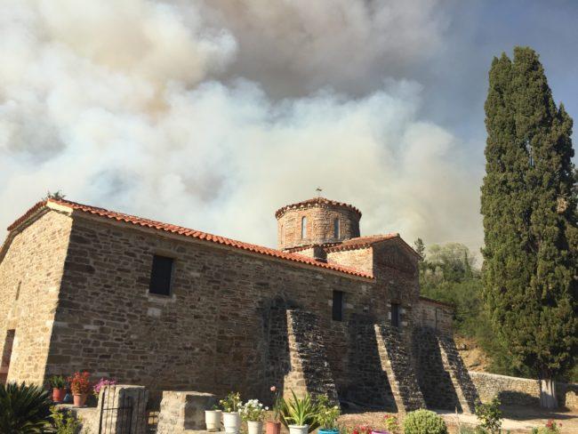 Μεγάλη φωτιά στην Αρτα κινδυνεύουν σπίτια
