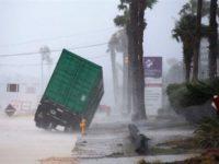 Ο πρώτος απολογισμός από το πέρασμα του Χάρβεϊ: 300 χιλιάδες κάτοικοι εγκαταλείπουν τα σπίτια τους