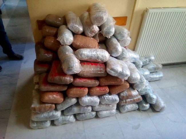 Χασίς 230 κιλών σε «καβάτζα»  και τρεις συλλήψεις