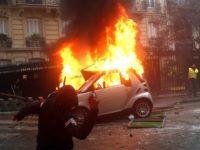 """Le Monde για """"κίτρινα γιλέκα"""": Ανεκδιήγητες οι βιαιότητες στο Παρίσι"""