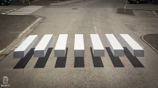 3D Crossover Zebra Stripe επιβραδύνει την κυκλοφορία με εκπληκτική οπτική ψευδαίσθηση