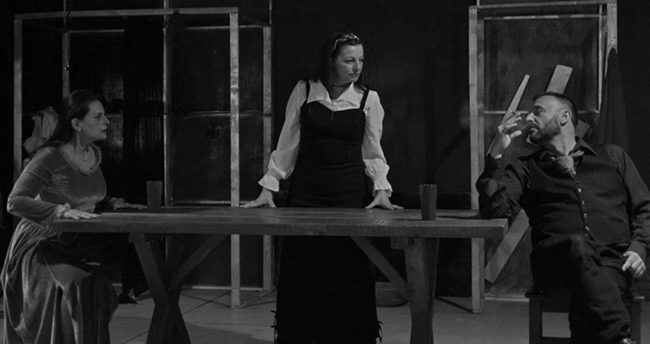 Θεατρικό Μακρυγιάννη- Δεσποινίς Τζούλια.Μια συζήτηση με τη Ζωή Μπαρτζώκα.