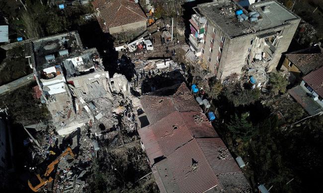 Εθνικό πένθος στην Αλβανία, Αυξάνεται ο αριθμός των θυμάτων   –  Αγωνία για τους εγκλωβισμένους