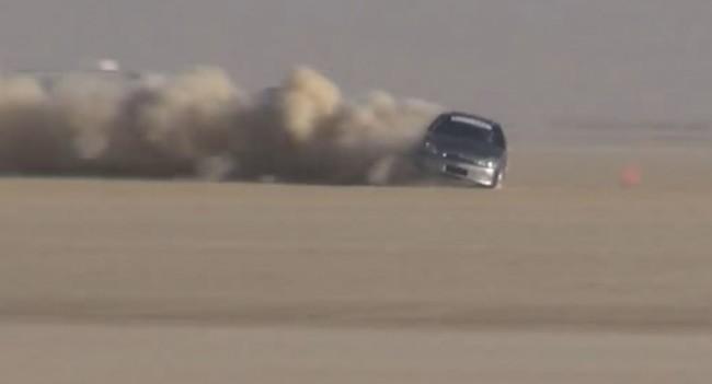 Οδηγός ενός LSR Honda Insight να χάνει τον έλεγχο ενώ πηγαίνει με 305 χλμ/ώρα (video)