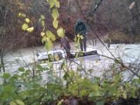 Δύσκολες ώρες έζησαν δύο κοινηγοί που δεν υπολόγισαν σωστά το ύψος του νερού σε ποτάμι