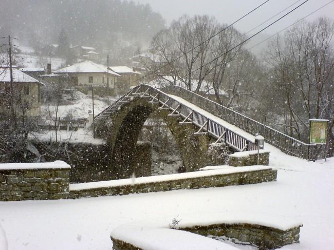 Έπεσαν τα πρώτα χιόνια, εντείνεται η κακοκαιρία