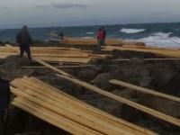 Λέσβος: Θα πληρώσουν χρυσά τα ξύλα που ξεβράστηκαν