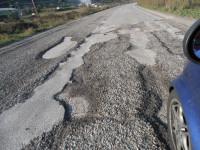 Χρυσές δουλειές κάνουν τα βουλκανιζατέρ  από τις λακκούβες στην Αιτωλοακαρνανία  – επικίνδυνη η κατάσταση για τους οδηγούς.