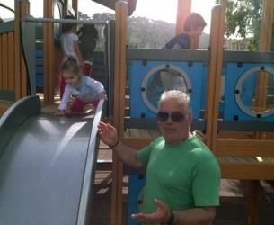 Παραδόθηκε στα παιδιά η παιδική χαρά – Πήρε «ανάσα» η παραλία από τα κιόσκια