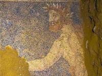 """Ο Θεός Ερμής στον Τάφο της Αμφίπολης. Ποιος είναι ο """"δαφνοστεφανωμένος άνδρας"""""""