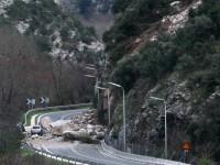 Διακοπή κυκλοφορίας και στα δύο ρεύματα, στο 69ο χιλιόμετρο της Παλαιάς Εθνικής Οδού Πατρών-Αθηνών