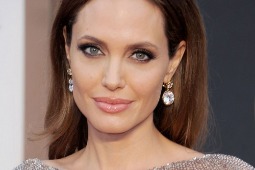 H Angelina Jolie αποσύρεται από την ηθοποιία