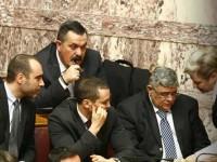Ένταση στη βουλή – Σπρωξίματα μεταξύ του χρυσαυγίτη βουλευτή Νίκου Μίχου και του υπουργού Δημόσιας Τάξης Βασίλη Κικίλια