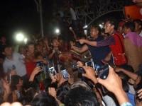 Εικόνες σοκ στην Ινδία: Εξαγριωμένο πλήθος έγδυσε και χτύπησε μέχρι θανάτου βιαστή