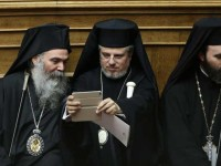 Ιερείς με tablet και βροχή στην αποψινή ορκωμοσία του Πρ. Δημοκρατίας
