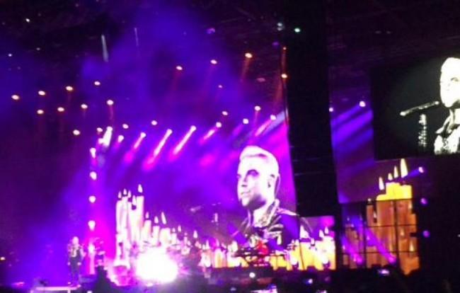 «Βάστα γερά Ελλάδα»: Tο μήνυμα του Robbie Williams στη χθεσινή συναυλία