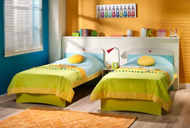 Χαρίζονται παιδικά κρεβάτια με τα στρώματα τους και διάφορα είδη ιματισμού