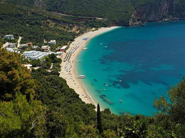 Γαλάζιες Σημαίες 2021: Στη δεύτερη θέση παγκοσμίως η Ελλάδα -Ποιες είναι οι 545 παραλίες που βραβεύτηκαν