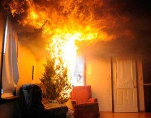 Ναύπακτος: Καίγονται τα γραφεία του Αρτέμη Σώρρα. Φωτο – Βίντεο