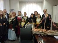 Παραμονή Χριστουγέννων στην Περιφέρεια Δυτικής Ελλάδας με ευχές και κάλαντα
