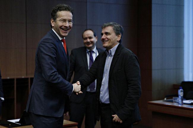 Συμφωνία στο Eurogroup – Η Ελλάδα θα λάβει τη δόση καθώς και «υπόσχεση» για ελάφρυνση χρέους