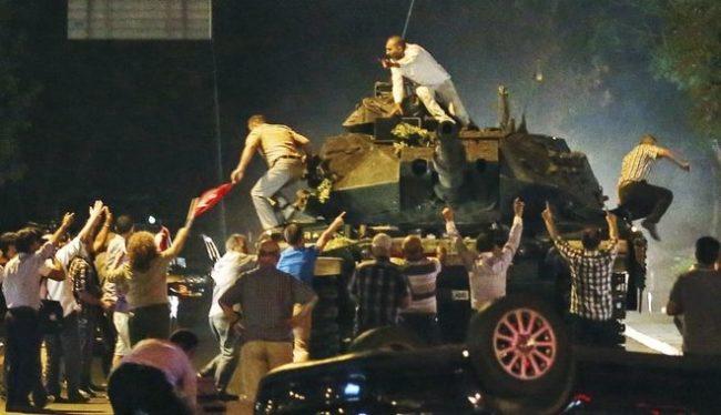 Οι κινήσεις της Αθήνας τη νύχτα της απόπειρας πραξικοπήματος στην Τουρκία