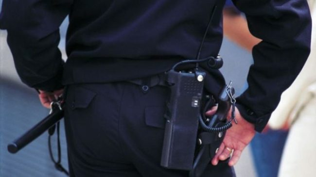 Σε καραντίνα 14 αστυνομικοί – Ένας 26χρονος τους έφτυνε και συνελήφθη