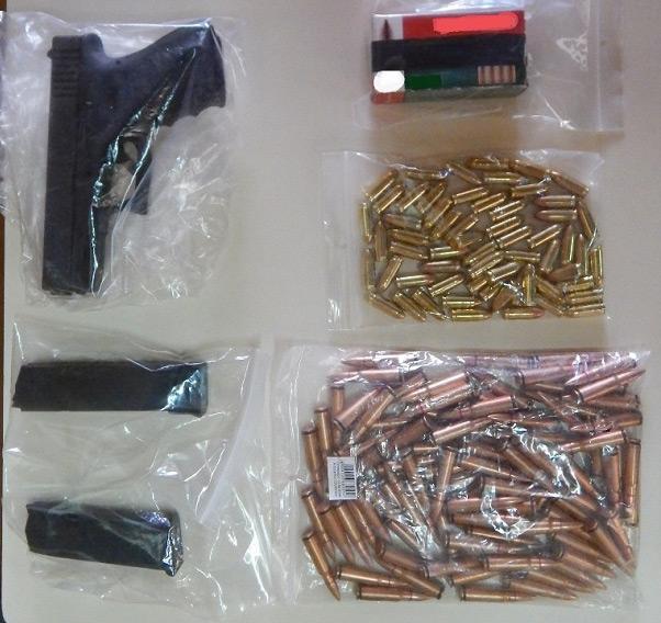 Πυροβόλο όπλο  γεμιστήρες με (119) φυσίγγια πιστολιού και πολεμικού όπλου σε Λύκειο στο Αγρίνιο
