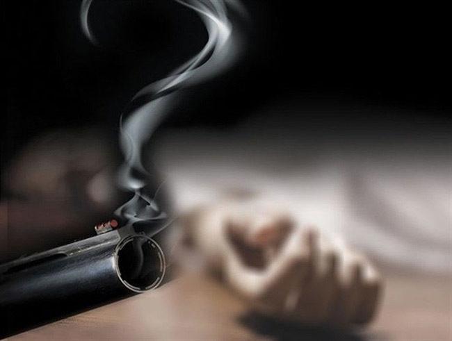 Αποτέλεσμα εικόνας για Σοκ στην Πάτρα: Αυτοκτόνησε δίπλα στο 3χρονο παιδί του