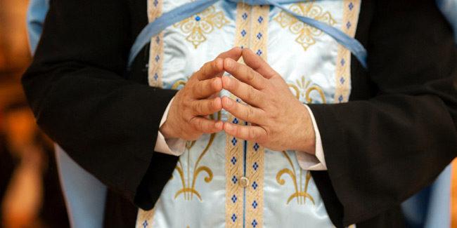 Ιωάννινα: «Έκανα λάθος» λέει ο ιερέας που χρησιμοποίησε κουταλάκια μιας χρήσης στη Θεία Κοινωνία