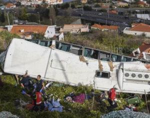 Πορτογαλία: Συγκλονιστικό βίντεο με το λεωφορείο να πέφτει στον γκρεμό
