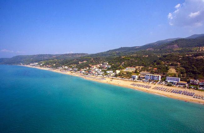 Με 512 Γαλάζιες Σημαίες οι ελληνικές ακτές – Πού θα βρείτε τις περισσότερες