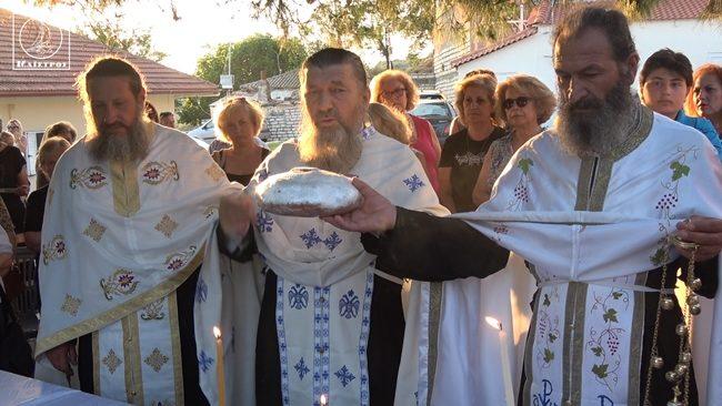 Πανηγυρικός εσπερινός και εκδήλωση με ορχήστρα στην εκκλησία Πέτρου και Παύλου του οικισμού Καινούργιου Αμπελακίου