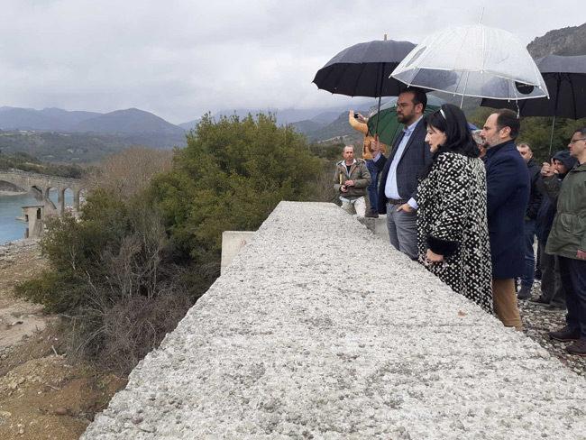 Επίσκεψη Περιφερειάρχη και Αντιπεριφερειάρχη Π.Ε. Αιτ/νιας στον Εμπεσό και τη γέφυρα Τέμπλας