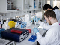 Koρονοϊός: Πάμφθηνο γνωστό χάπι δοκιμάζεται στην Ελλάδα κατά σοβαρών βλαβών που προκαλεί ο Covid-19