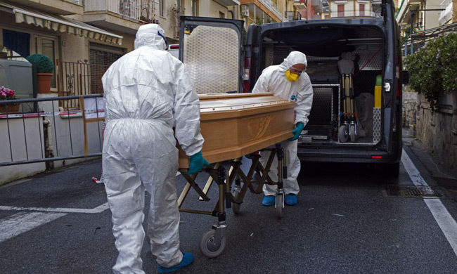 Δραματικές ώρες στην Ιταλία: Ρωσία και Κούβα στέλνουν εσπευσμένα ιατρικό εξοπλισμό και γιατρούς.