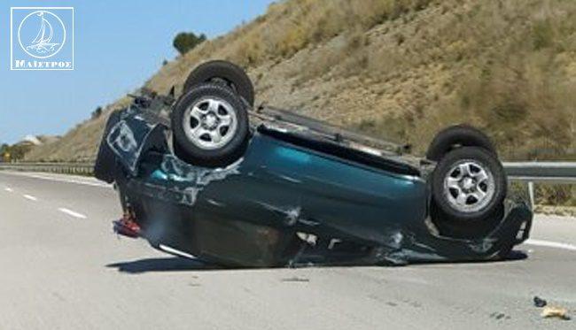 Ανατροπή αυτοκινήτου στην Ιόνια Οδό στον κλάδο προς Ιωάννινα