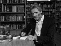 Μια συνέντευξη με το Γιάννη Καλπούζο για το νέο του βιβλίο «Εράν» από τις εκδόσεις Ψυχογιός με τη Σχισμένου Κατερίνα.
