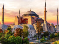 Financial Times για Αγιά Σοφιά: Ο λόγος που ο Ερντογάν έκανε τζαμί το «πετράδι του στέμματος»