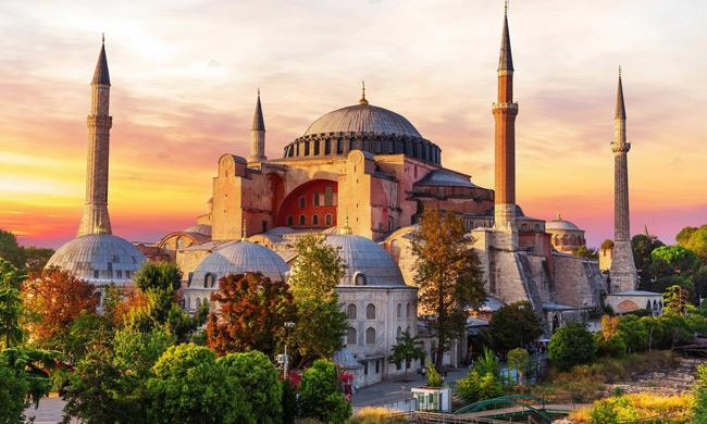 Πένθιμα θα σημάνουν οι καμπάνες των Ιερών Ναών την Παρασκευή που η Αγία Σοφία θα λειτουργήσει ως τζαμί
