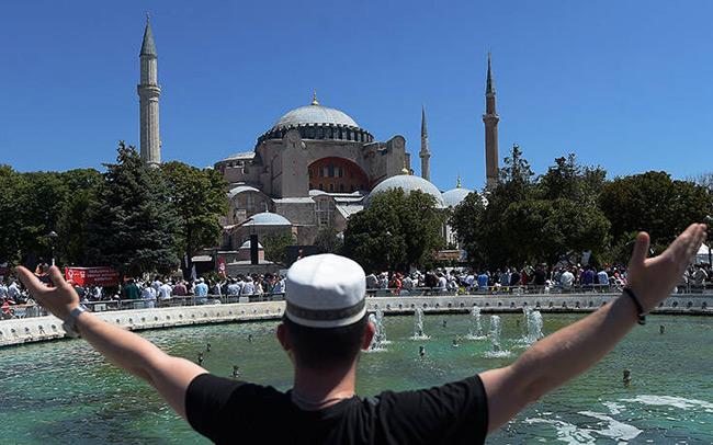 Le Figaro: «Η κοσμική χώρα του Κεμάλ Ατατούρκ τελείωσε»