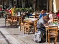 Κορονοϊός: Καταργείται το όριο των 6 ατόμων ανά τραπέζι – Τι αλλάζει για τη χρήση μάσκας στα εμπορικά κέντρα
