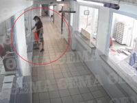 Video ντοκουμέντο από την επίθεση με τσεκούρι – Στιγμές τρόμου στην εφορία