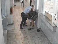 Κοζάνη: Σάλος με το ανατριχιαστικό βίντεο της επίθεσης με τσεκούρι στην εφορία – Kατέβηκε το βίντεο ντοκουμέντο