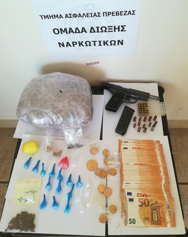 Χιλιάδες ευρώ, κοκαΐνη, χρυσές λίρες, όπλα – Επτά συλλήψεις εκ των οποίων ένας Πυροσβέστης και δύο γυναίκες